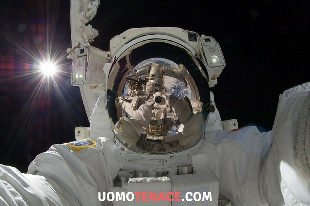 Come vivere sulla terra – guida di un astronauta